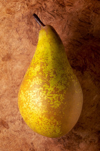 Pear on textured backgroundの写真素材 [FYI03471236]