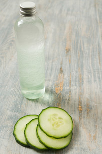 Cucumber and cleanserの写真素材 [FYI03471273]
