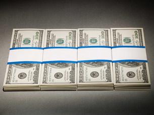 One hundred dollar billsの写真素材 [FYI03471293]