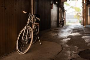 自転車のある風景の写真素材 [FYI03472550]