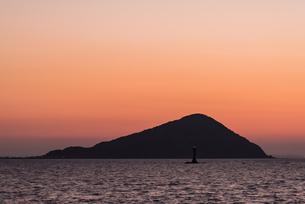 夕暮れの姫島の写真素材 [FYI03472650]