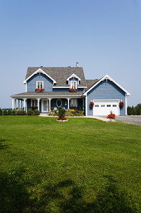 Large house and gardenの写真素材 [FYI03472727]