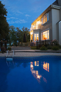 House with swimming poolの写真素材 [FYI03472731]