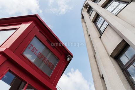 電話ボックスのある風景の写真素材 [FYI03472792]