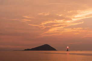 夕暮れの糸島の海の写真素材 [FYI03472909]