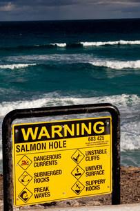 Warning sign on beach.の写真素材 [FYI03472983]