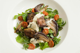 Salad with blue cheese,figs and caramelized onionの写真素材 [FYI03473523]