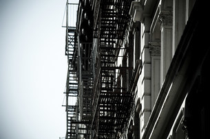 Fire escapes on new york buildingsの写真素材 [FYI03473839]