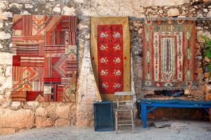 Turkish rugs on wall in simenaの写真素材 [FYI03474112]