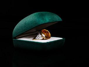 Ring in jewelry boxの写真素材 [FYI03474122]