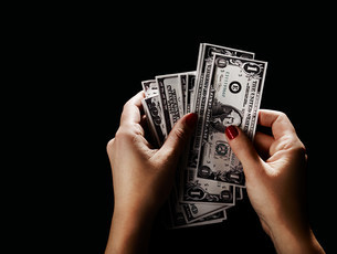 Female hand with dollar billsの写真素材 [FYI03474163]