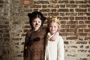 Young girls dressed up as cat and queenの写真素材 [FYI03474321]