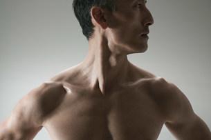 Muscular mature man,front viewの写真素材 [FYI03474942]