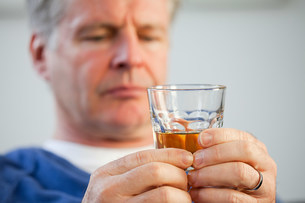 Man with glass of whiskyの写真素材 [FYI03475168]