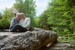 Mature couple outdoors in rural sceneの写真素材 [FYI03475258]