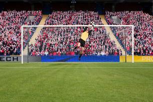 Goalkeeper saving a goalの写真素材 [FYI03475959]