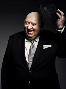 Studio portrait of gangster holding hatの写真素材 [FYI03476040]