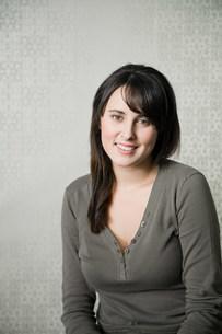 Portrait of teenage girl wearing gray topの写真素材 [FYI03476302]
