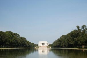 Lincoln memorial and reflecting pool,Washington DC,USAの写真素材 [FYI03476344]