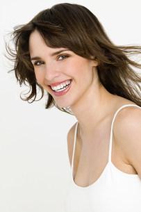 Portrait of young brunette womanの写真素材 [FYI03477266]