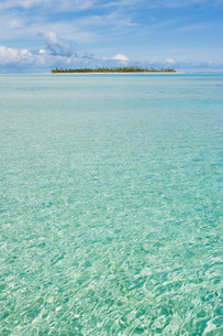 Clear waters of the South Pacific Oceanの写真素材 [FYI03477378]