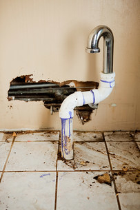 Damaged sink pipeの写真素材 [FYI03477462]