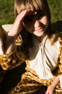 Girl dressed in giraffe print costumeの写真素材 [FYI03477508]