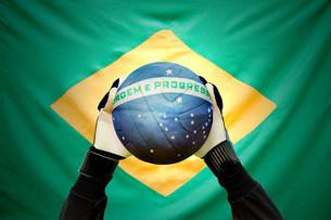 Brazilian goalkeeper holding footballの写真素材 [FYI03477844]