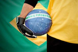 Brazilian goalkeeper holding footballの写真素材 [FYI03477845]
