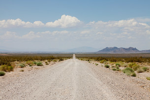 Road off Nevada State Highway 160, USAの写真素材 [FYI03478377]