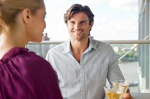 Couple on balcony with wineの写真素材 [FYI03478396]