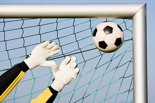 Goalkeeper making a saveの写真素材 [FYI03478691]