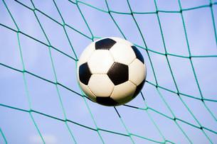 Football in goalの写真素材 [FYI03478692]
