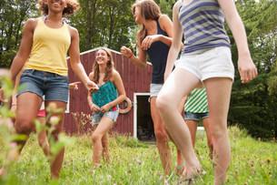 Teenage girls walking and having fun together in countrysideの写真素材 [FYI03478988]