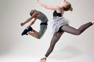 Traditional and contemporary dancers performingの写真素材 [FYI03479542]