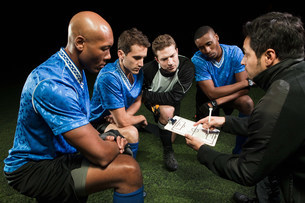 Soccer team planning game with coachの写真素材 [FYI03479760]
