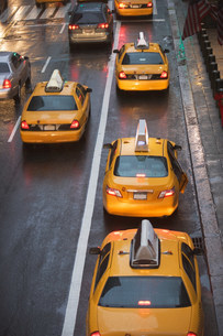 Taxicabs in New York City traffic, USAの写真素材 [FYI03480166]