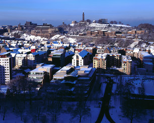 Cityscape of Edinburgh, Old Town and Calton Hillの写真素材 [FYI03480269]