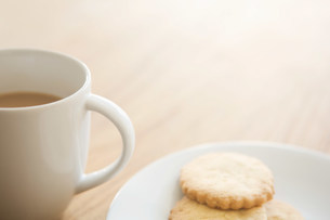 Tea and biscuitsの写真素材 [FYI03480293]