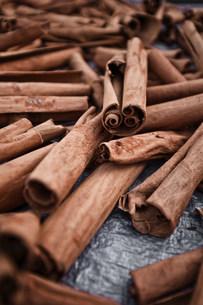 Cinnamon sticks at Roseau Market, Dominica, Lesser Antillesの写真素材 [FYI03480369]