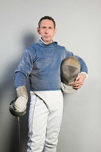 Mature male fencer, portraitの写真素材 [FYI03480520]