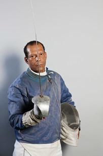 Portrait of senior man in fencing suitの写真素材 [FYI03480524]