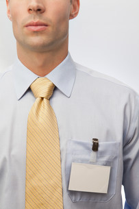 Young man wearing tie and name badgeの写真素材 [FYI03481200]