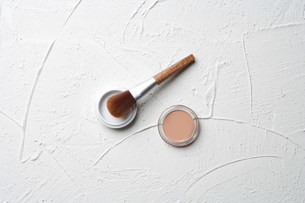 Make up and brush on plaster backgroundの写真素材 [FYI03481335]