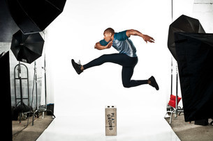 Athlete at photo shoot, jumpingの写真素材 [FYI03481730]