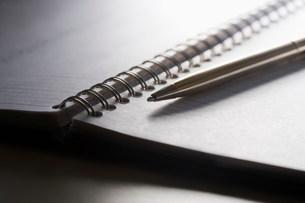 Diary and penの写真素材 [FYI03481982]