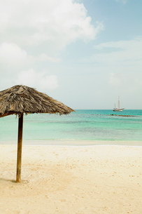 Parasol on beachの写真素材 [FYI03482139]