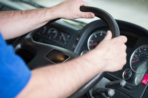 Man driving truck, close upの写真素材 [FYI03482296]