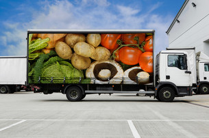 Truck with vegetables parked outside distribution warehouseの写真素材 [FYI03482387]
