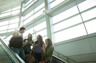 Friends travelling on escalatorの写真素材 [FYI03483473]